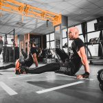 Laten we eerlijk zijn: beginnen met een fitnessroutine kan even verwarrend als intimiderend zijn